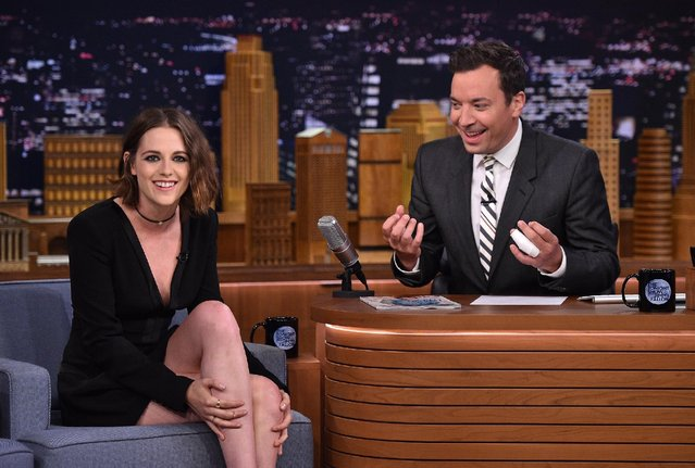 "Actress Kristen Stewart (L) is interviewed by Jimmy Fallon on ""The Tonight Show Starring Jimmy Fallon"" at Rockefeller Center on August 11, 2015 in New York City. (Photo by Mike Coppola/NBC/Getty Images for ""The Tonight Show Starring Jimmy Fallon"")"