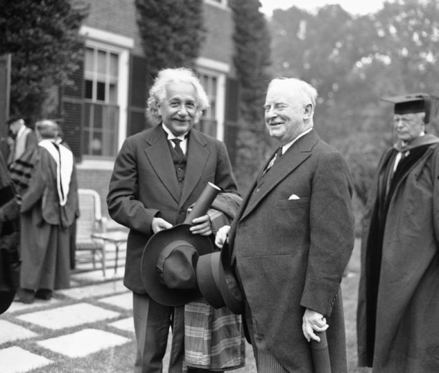 Albert Einstein, left, distinguished physicist, and William Allen White, Emporium, Kansas, editor and commentator, were among those who received honorary degrees at the 299th commencement at Harvard University at Cambridge, Massachusetts on June 20, 1935. (Photo by AP Photo)