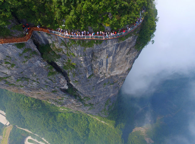 People walk on a sightseeing platform in Zhangjiajie, Hunan Province, China, August 1, 2016. (Photo by Reuters/Stringer)