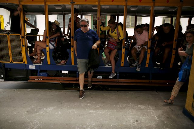 Bonde passengers disembark at the Largo do Curvelo station in Santa Teresa neighborhood in Rio de Janeiro, Brazil, September 9, 2015. (Photo by Pilar Olivares/Reuters)