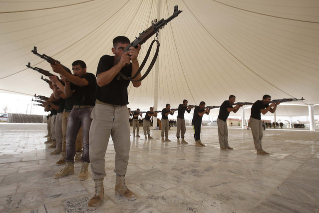 About 500 Shiite volunteers from Tal Afar attend a combat training session at a military camp in the Shiite shrine city of Karbala in central Iraq on September 25, 2014 to join the fight against jihadists of the Islamic State (IS) group which led a sweeping offensive in June that overran much of the country's Sunni Arab heartland. (Photo by Mohammed Sawaf/AFP Photo)