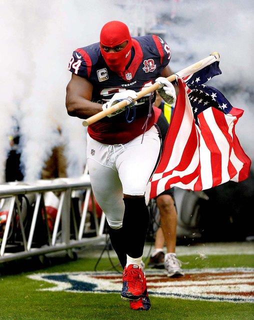Houston Texans' Antonio Smith takes the field in Houston. (Photo by Dave Einsel/Associated Press)