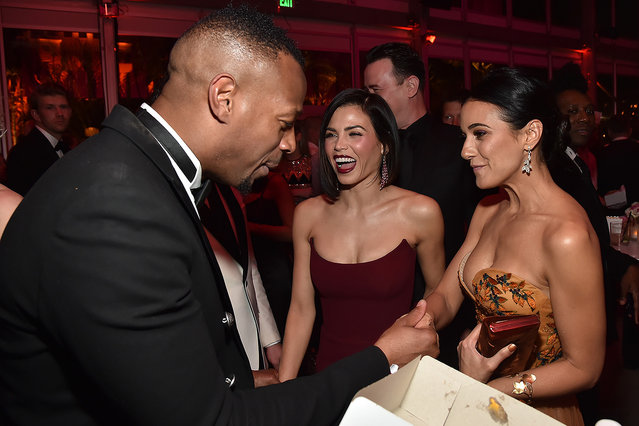 (L-R) Marlon Wayans, Jenna Dewan, and Emmanuelle Chriqui attend the 2018 Vanity Fair Oscar Party hosted by Radhika Jones at Wallis Annenberg Center for the Performing Arts on March 4, 2018 in Beverly Hills, California. (Photo by Kevin Mazur/VF18/WireImage)