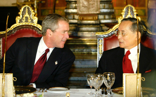 U.S. President George W. Bush talks with Thailand's King Bhumibol Adulyadej at a State Dinner at the Royal Grand Palace in Bangkok, October 19, 2003. (Photo by Jason Reed/Reuters)