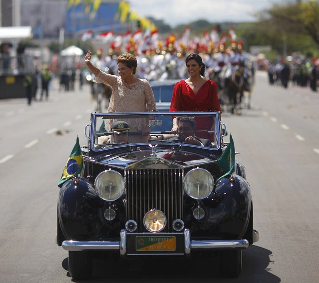 Brazil's President Dilma Rousseff (L) and her daughter Paula ride towards Congress for Rousseff to be sworn in for a second four-year term in Brasilia January 1, 2015. Rousseff has pledged to take a stance against corruption and must also reverse economic weakness that has cost her support among Brazil's middle class as she looks forward to her second term. (Photo by Ricardo Moraes/Reuters)