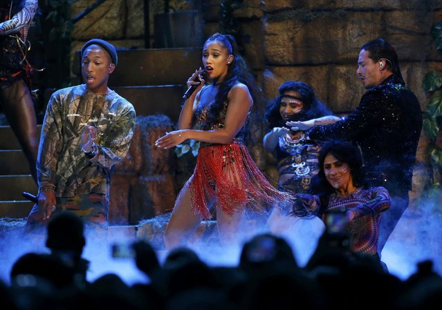 """J Balvin (R) performs """"Safari"""" with Pharrell Williams (L) and Bia at the 17th Annual Latin Grammy Awards in Las Vegas, Nevada, U.S., November 17, 2016. (Photo by Mario Anzuoni/Reuters)"""