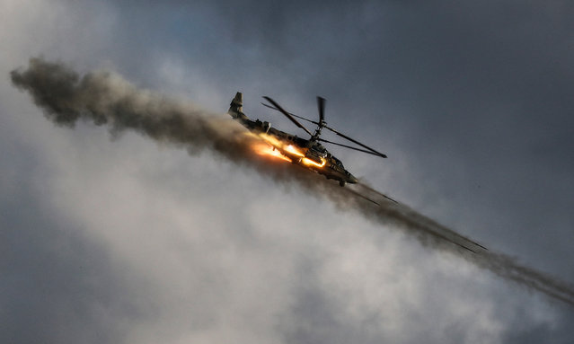 """A Kamov Ka-52 Alligator helicopter takes part in a dynamic exposition at the International Military Technical Forum """"Army 2018"""" in Patriot Park in Alabino, Moscow region, Russia, 21 August 2018. About 1,200 Russian defense companies and weapon manufacturers take part in the event, displaying an estimated 26,000 pieces of weaponry and military equipment, ranging from helicopters and fighter jets to tanks and small arms, the organizers said. (Photo by Sergei Ilnitsky/EPA/EFE)"""