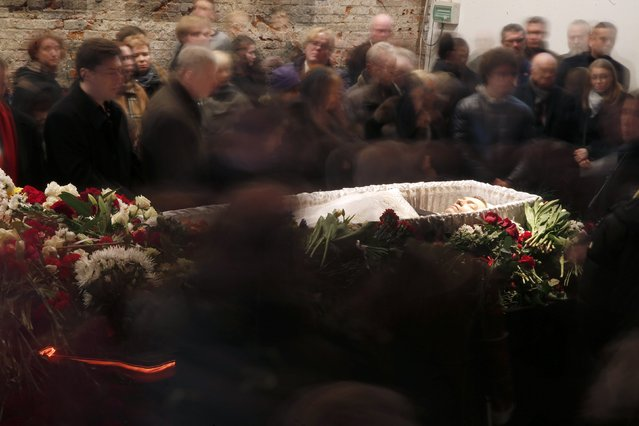 Mourners surround the coffin during a memorial service before the funeral of Russian leading opposition figure Boris Nemtsov in Moscow, March 3, 2015. Several hundred Russians, many carrying red carnations, queued on Tuesday to pay their respects to Boris Nemtsov, the Kremlin critic whose murder last week showed the hazards of speaking out against Russian President Vladimir Putin. REUTERS/Maxim Zmeyev