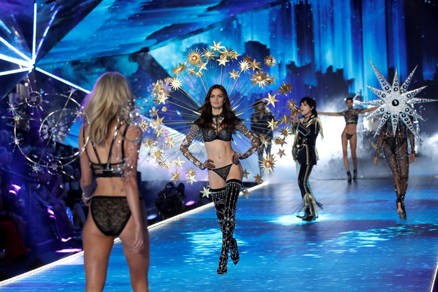 Singer Luke Spiller and the Struts perform during the 2018 Victoria's Secret Fashion Show in New York City, New York, U.S., November 8, 2018. (Photo by Mike Segar/Reuters)