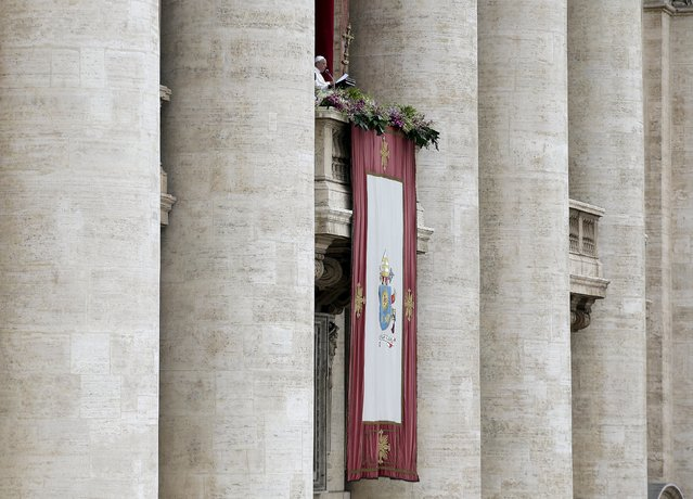 """Pope Francis delivers a """"Urbi et Orbi"""" message from the balcony overlooking St. Peter's Square at the Vatican April 5, 2015. (Photo by Max Rossi/Reuters)"""