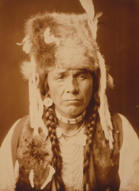 Head-and-shoulders portrait of a Nez Perce man, facing front, circa 1904. (Photo by Buyenlarge/Getty Images)