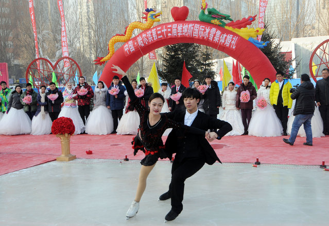 Skaters perform during a mass wedding on the second day of Harbin's International Ice Festival, in Harbin, Heilongjiang province, China, January 6, 2017. (Photo by Reuters/Stringer)