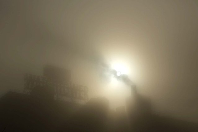 Buildings are obscured by the fog in Brooklyn. (Photo by Spencer Platt/Getty Images)