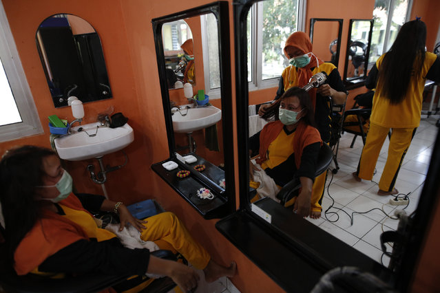 Students practice the hairdressing skills at a government funded training center that provides vocational training to former s*x workers in Jakarta, Indonesia February 25, 2016.  Indonesia is making final preparation to demolish the biggest red-light district in capital Jakarta as the first step to eradicate prostitution in the world's most populous Muslim-majority nation by 2019. (Photo by Darren Whiteside/Reuters)