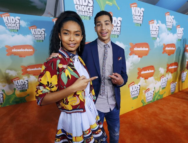 Actors Yara Shahidi and Marcus Scribner arrive at Nickelodeon's 2016 Kids' Choice Awards in Inglewood, California March 12, 2016. (Photo by Mario Anzuoni/Reuters)