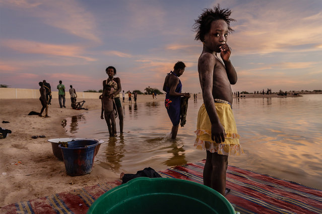 In the last light of day the inhabitants of Timbuktu wash their clothes and take a shower in the port of Kabara in Mali, shot by Stefano Pensotti. (Photo by Stefano Pensotti/Travel Photographer of the Year)
