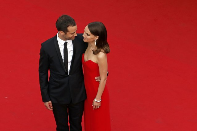"""Actress Natalie Portman and her husband choreographer Benjamin Millepied pose on the red carpet as they arrive for the opening ceremony and the screening of the film """"La tete haute"""" out of competition during the 68th Cannes Film Festival in Cannes, southern France, May 13, 2015. (Photo by Benoit Tessier/Reuters)"""