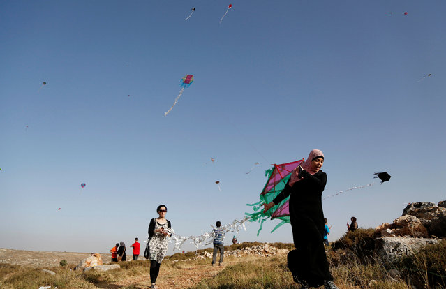 Palestinians fly kites during a festival organised by El Bireh municipality in the West Bank town of El Bireh June 1, 2016. (Photo by Mohamad Torokman/Reuters)