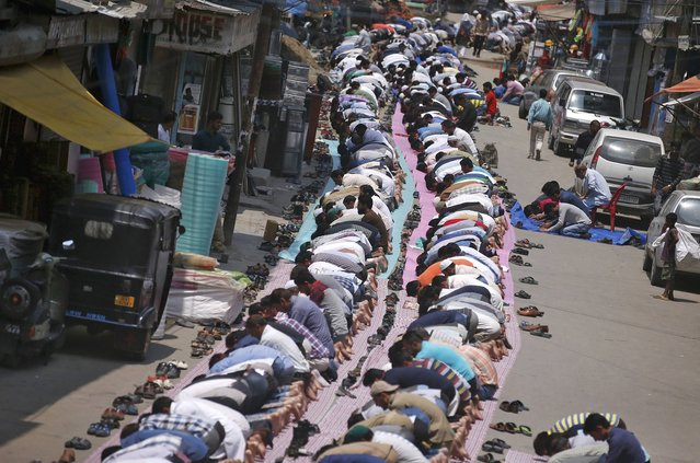 Muslims offer the first Friday prayers of the holy month of Ramadan outside a mosque in Srinagar, India June 10, 2016. (Photo by Danish Ismail/Reuters)