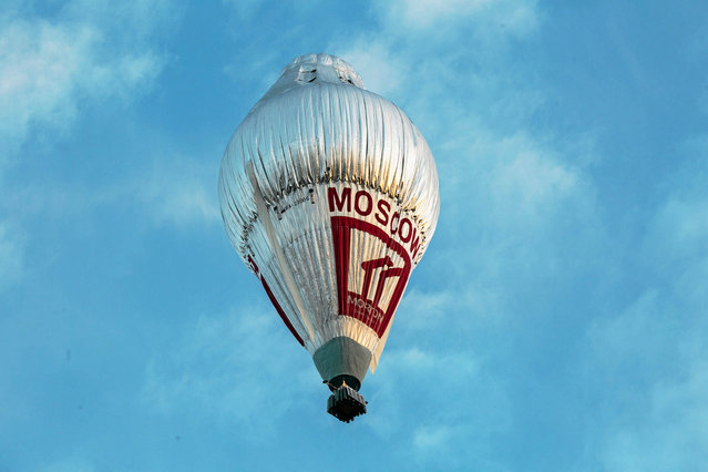 The balloon of Russian adventurer Fedor Konyukhov is seen after it lifted off in his attempt to break the world record for a solo hot-air balloon flight around the globe near Perth, Australia, in this handout image received July 12, 2016. (Photo by Oscar Konyukhov/Reuters)