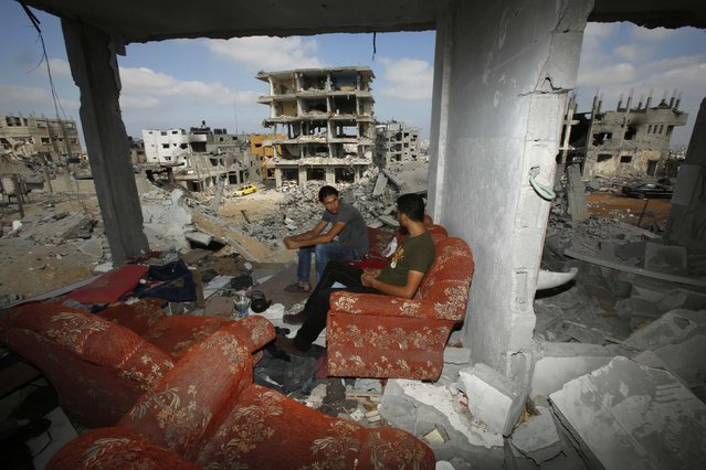 Palestinians sit on a couch as they return to the remains of their house, which witnesses said was destroyed in an Israeli offensive, after a ceasefire was declared, in the east of Gaza City August 27, 2014. The open-ended ceasefire in the Gaza war between Israel and the Palestinians held on Wednesday as Prime Minister Benjamin Netanyahu faced strong criticism in his country's newspapers over a campaign in which no clear victor emerged. (Photo by Suhaib Salem/Reuters)