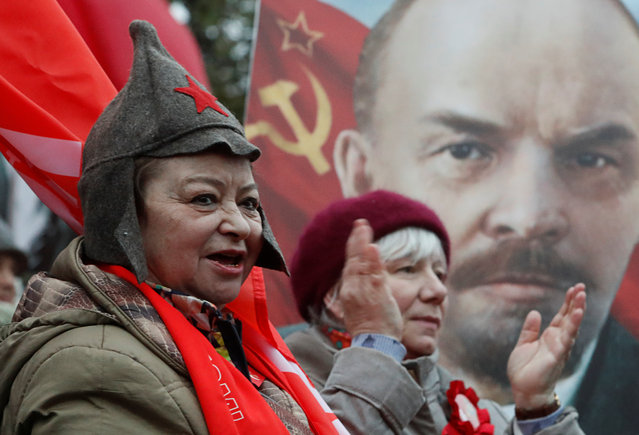 Demonstrators react in front of a portrait of Soviet state founder Vladimir Lenin during a rally held by Russian Communist party to mark the Red October revolution's centenary in central Moscow, Russia on November 7, 2017. (Photo by Sergei Karpukhin/Reuters)