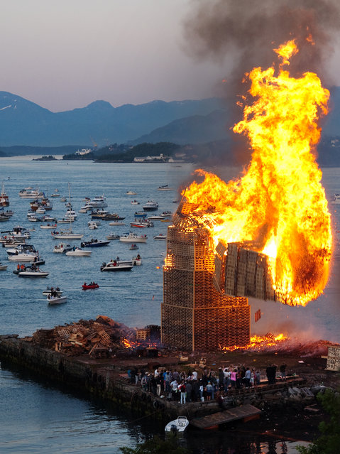 The Biggest Bonfire in the World: Slinningsbålet. Alesund, Norway. (Photo by Geir Halvorsen)