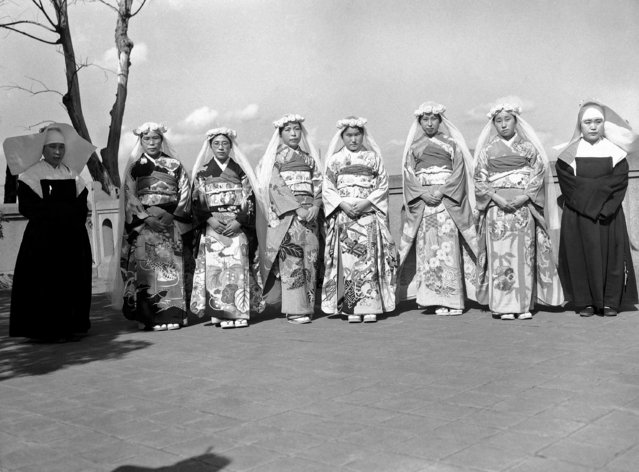 The group before and after the ceremony, the two nuns on the left have taken their final vows, the other in the group in their kimonos will, after an 18 month period of preparation be ready to take their final vows as nuns in Tokyo, Japan on October 8, 1946, LTOR Toshi Kuriyuma, from Tokyo, now Sister Margarita, Kyoka Endo, from Sendai, now Sister Marie Assunta, Lku Noda, from Fukuoka, now, Sister Agnes de Marie, Yurika Takahashi, from Wakamatsu, now Sister he. (Photo by C. P. Gorry/AP Photo)