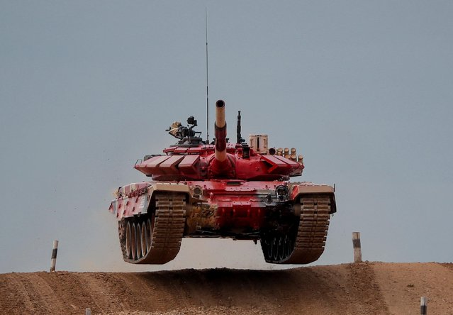 A T-72 B3 tank operated by a crew from Russia jumps during the Tank Biathlon competition at the International Army Games 2020 in Alabino, outside Moscow, Russia on September 2, 2020. (Photo by Maxim Shemetov/Reuters)