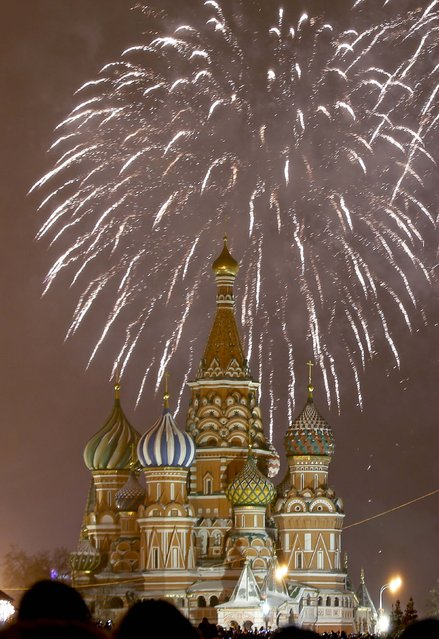 Fireworks light the sky over St. Basil's Cathedral during New Year's celebrations in Red Square in Moscow January 1, 2015. (Photo by Tatyana Makeyeva/Reuters)