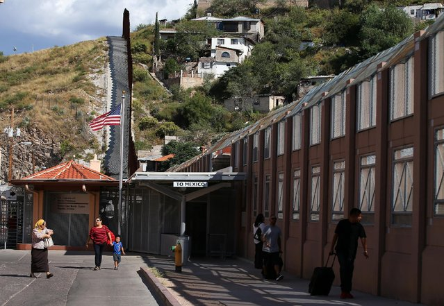 Pedestrians make their way into the the United States from Mexico at the pedestrian border in Nogales, Arizona, United States, October 9, 2016. (Photo by Mike Blake/Reuters)