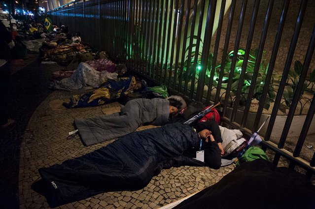 Pilgrims sleep along Avenida Atlantica, next to Copacabana beach, during the night vigil. (Photo by Nicolas Tanner/Associated Press)