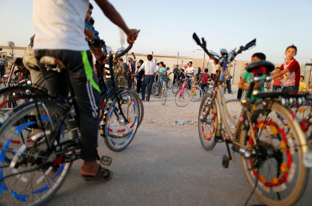 Syrian refugees gather to exchange bicycles at a bicycle market in Al-Zaatari refugee camp near the border with Syria, in Mafraq, Jordan October 9, 2016. (Photo by Ammar Awad/Reuters)