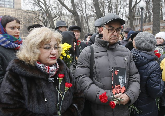 People gather to attend a memorial service before the funeral of Russian leading opposition figure Boris Nemtsov in Moscow, March 3, 2015. Boris Nemtsov's girlfriend has broken her public silence on the murder of the Russian opposition activist, saying she did not see the killer who gunned him down as they strolled across a bridge near the Kremlin. Anna Duritskaya, who is 23 or 24, said she had been under constant guard since the murder and would probably be unable to attend Nemtsov's funeral on Tuesday. REUTERS/Maxim Shemetov