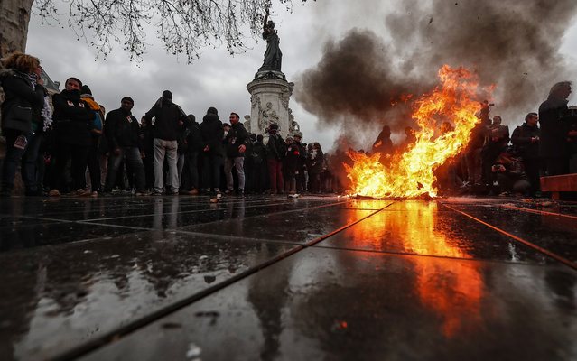 A trashcan burns on Place de la Republique as students demonstrate against the increase of the subscription fees for foreigners students, in Paris, France, 07 December 2018. This movement takes place while the government is facing a major contestation by the so called movement of the Gilets Jaunes (Yellow Vests). (Photo by Ian Langsdon/EPA/EFE)