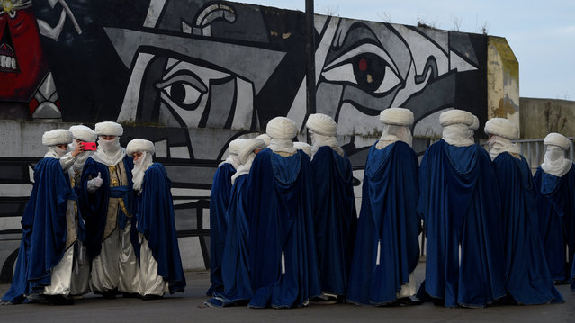 People role-playing as members of the royal entourage await the arrival of the Three Kings before the start of the Epiphany parade in Gijon, Spain January 5, 2017. (Photo by Eloy Alonso/Reuters)