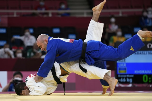 Ukraine's Davyd Khorava, right, competes against Azerbaijan's naming Abasli in men's 66kg judo bronze medal match at the Tokyo 2020 Paralympic Games, Friday, August 27, 2021, in Tokyo, Japan. (Photo by Kiichiro Sato/AP Photo)