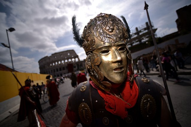 People belonging to historical groups dressed as ancient Romans march to mark the anniversary of the legendary foundation of the eternal city in 753 BC, on April 19, 2015 in Rome. (Photo by Filippo Monteforte/AFP Photo)