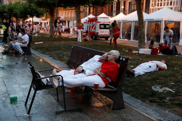 Revellers sleep before the start of the first running of the bulls at the San Fermin festival in Pamplona, Spain on July 7, 2019. (Photo by Susana Vera/Reuters)