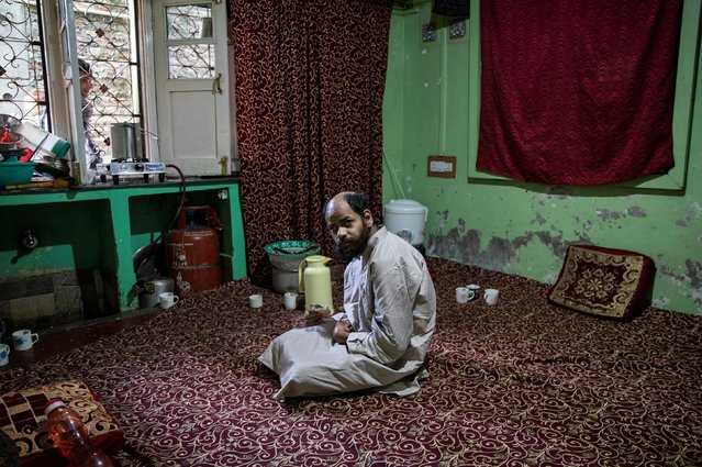 A Kashmiri man eats his breakfast inside his one-room house during restrictions after the scrapping of the special constitutional status for Kashmir by the government, in Srinagar, August 14, 2019. (Photo by Danish Siddiqui/Reuters)