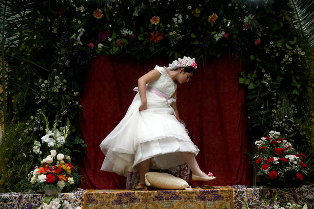 """Maya"" girl Lucia Carrillo, 12, leaves the altar for another ""Maya"" during ""Las Mayas"" festivity in Madrid, Spain, May 8, 2016. (Photo by Susana Vera/Reuters)"