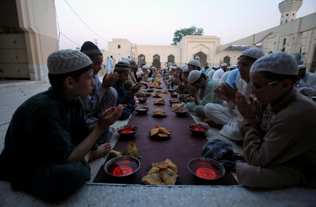 Fasters pray as they prepare to break fast on the first day of the Muslim holy month of Ramadan in a mosque in Peshawar, Pakistan June 7, 2016. (Photo by Fayaz Aziz/Reuters)