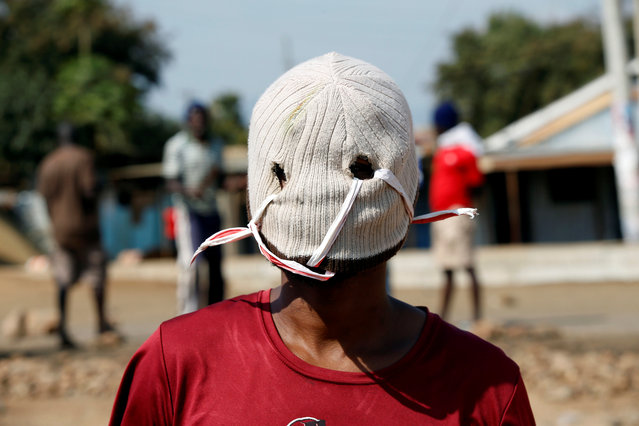 A demonstrator supporting opposition leader Raila Odinga wears a mask as he protests in Kisumu, Kenya August 9, 2017. (Photo by Baz Ratner/Reuters)