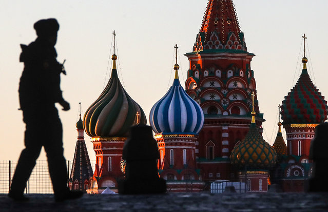 A police officer patrols a deserted Red Square during the pandemic of the novel coronavirus (COVID-19) in Moscow, Russia on April 6, 2020. As of 6 April 2020, Russia has reported more than 6,300 confirmed cases of the novel coronavirus, with more than 4,400 confirmed cases in Moscow. Since 30 March 2020, Moscow has been on lockdown in connection with the pandemic. The Russian government announced a paid period off work for employed people and school holidays, which is expcted to last till the end of April. (Photo by Valery Sharifulin/TASS)
