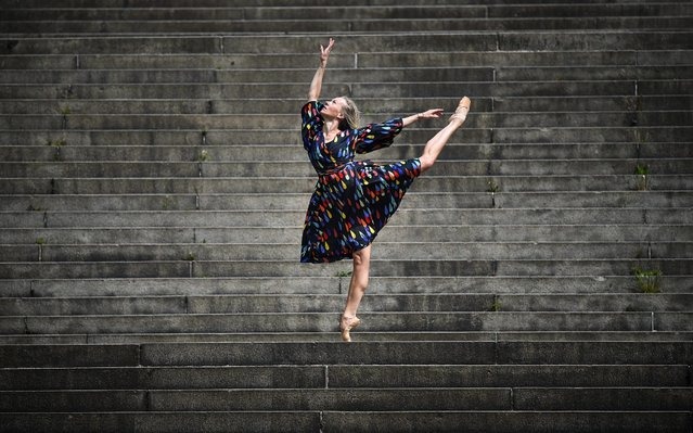 Estonian freelance ballet dancer and choreographer, Eve Mutso performs her daily fitness routine near her home Charing Cross on May 15, 2020 in Glasgow, Scotland. The prime minister announced the general contours of a phased exit from the current lockdown, adopted nearly two months ago in an effort curb the spread of Covid-19. (Photo by Jeff J. Mitchell/Getty Images)
