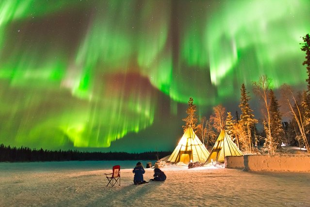 These spectacular images show the breath-taking moment when the otherworldly light beams of the Aurora Borealis sweep across the skyline. (Photo by O Chul Kwon/Caters News)