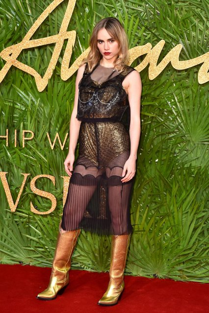 Suki Waterhouse's Wonder Woman attends The Fashion Awards 2017 in partnership with Swarovski at Royal Albert Hall on December 4, 2017 in London, England. (Photo by PA Wire)