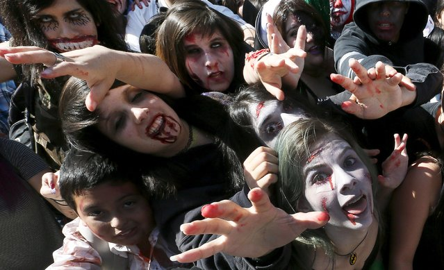 Revellers take part in a zombie parade to celebrate Halloween in Vina del Mar,  October 31, 2015. (Photo by Rodrigo Garrido/Reuters)