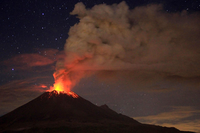 Ash spew from Mexico's Popocatepetl volcano, some 55 km from Mexico City, as seen from San Mateo Ozolco, in the Mexican central state of Puebla, on July 4, 2013. (Photo by Pablo Spencer/AFP Photo)