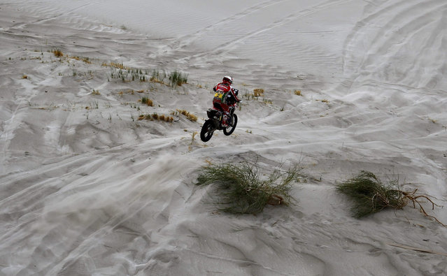 Portuguese Paulo Goncalves of Honda team in action during the 10th stage of Rally Dakar 2016, between Belen and La Rioja localities, in Fiambala, Argentina, 13 January 2016. (Photo by Felipe Trueba/EPA)